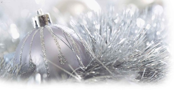 Attractive-Silver-Christmas-Ornaments-1